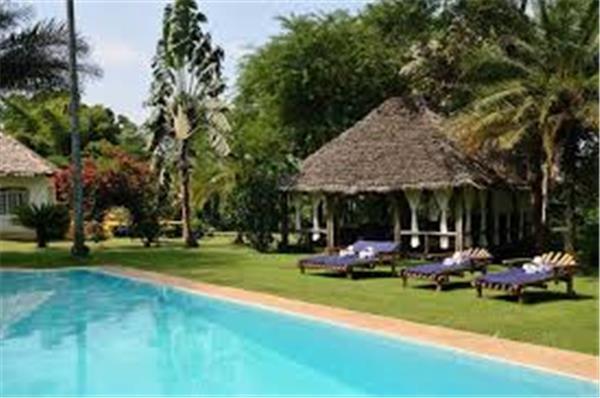 Ilboru Lodge with swimming pool.